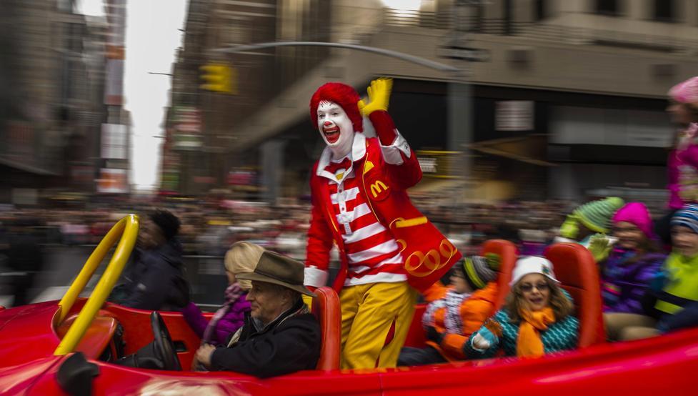 Enfocarse en tantos públicos objetivos como hace McDonalds le hace incurrir en alguna incoherencia