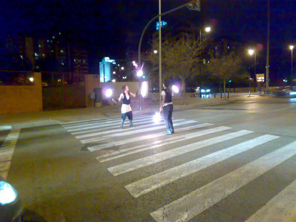 Artistas Callejeros en un semáforo de Valencia